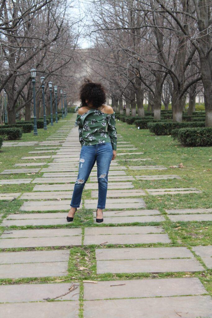 Jeans for Curvy Girls, Denim for Curvy Girls, are girlfriend jeans flattering, do girlfriend jeans or boyfriend jeans fit better, best girlfriend jeans, what are girlfriend jeans, how to style girlfriend jeans, what are girlfriend jeans, how do you wear girlfriend jeans,