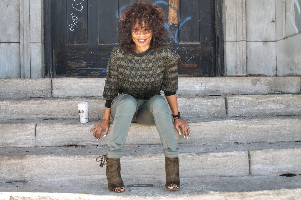 four ways to style skinny cargo jeans
